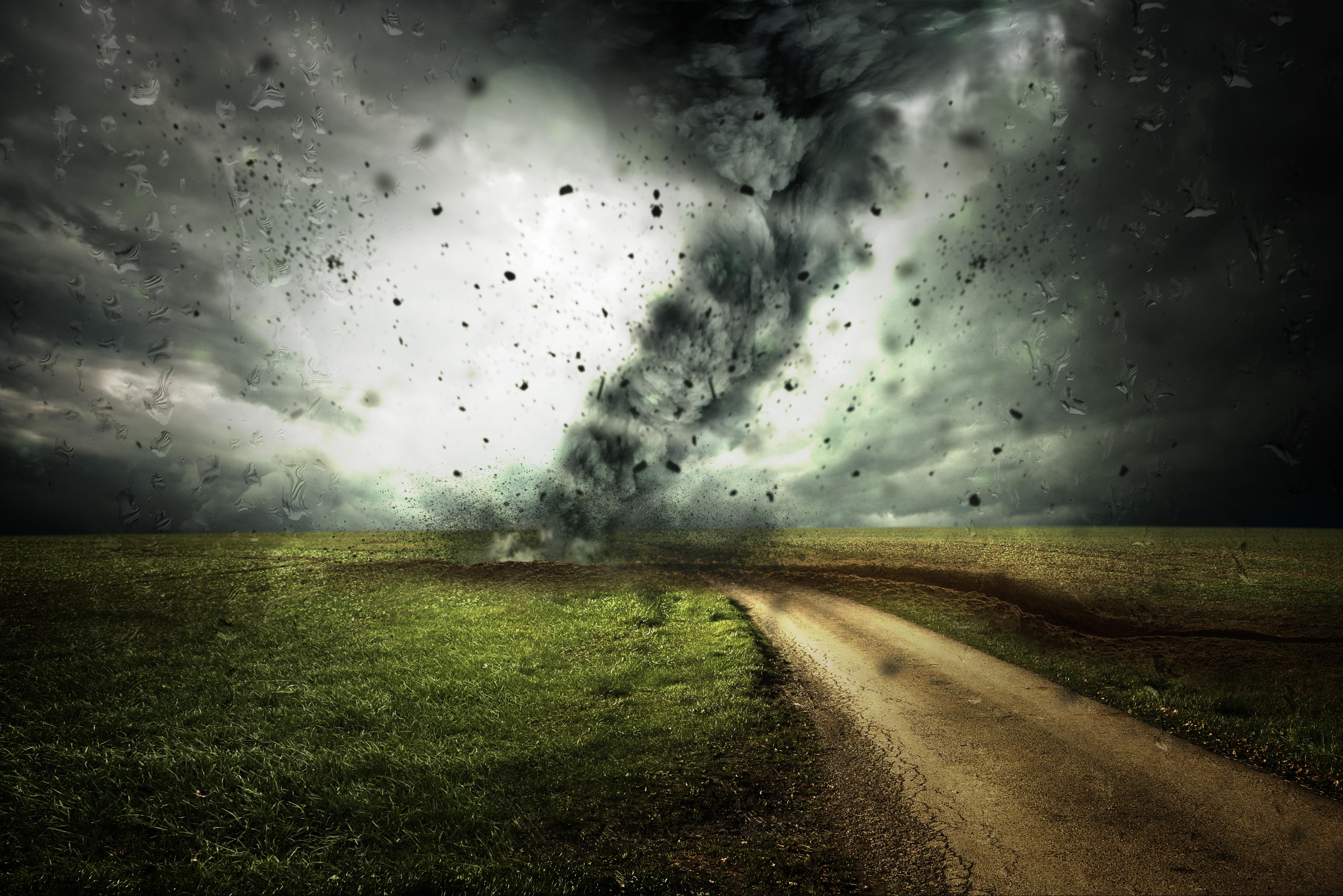 cyclone-2102397